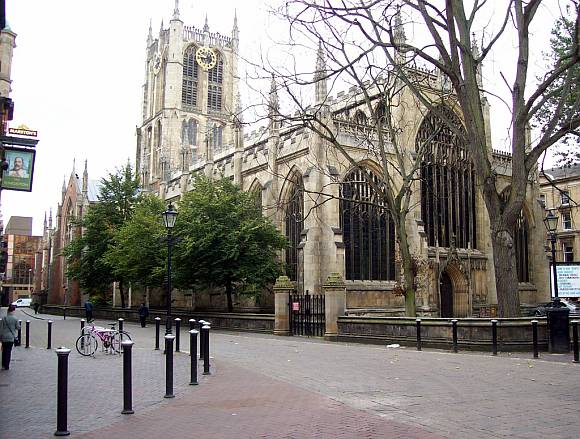 Holy Trinity Church, Market Square, Hull town centre. (photo by Freddie Phillips, www.flickr.com/photos/summonedbyfells/)